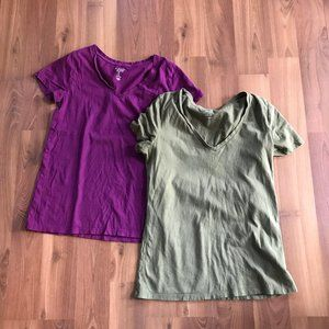 2 Womens V-Neck T-shirts Gap and Old Navy